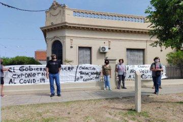 En la inauguración de la muestra educativa, docentes se manifestaron en contra del regreso a clases