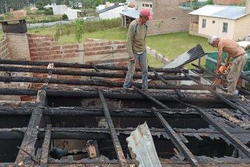 Asisten a vecinos afectados por el incendio de gran magnitud en la zona del Yuquerí Chico