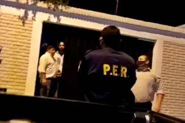 VIDEOS: Agredieron a inspectores y a policías que intervinieron por una fiesta familiar en el barrio Lezca
