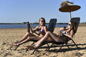 Bordet firmó el decreto que habilita el comienzo de la temporada turística de verano en Entre Ríos