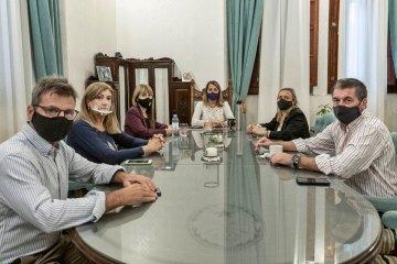 Stratta y los ministros del Ejecutivo respaldaron a la ministra Velázquez tras la exposición de Diputados