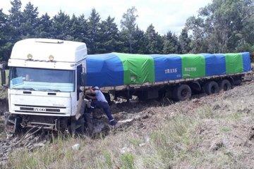 Un camión despistó en la autovía 14 y se trabaja intensamente para auxiliarlo