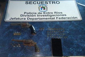 Un menor ofrecía diferentes armas de fuego para la venta pero fue capturado