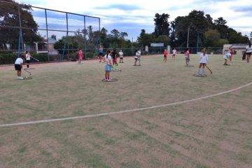 La escuelita de hockey del Club Salto Grande continúa con sus entrenamientos