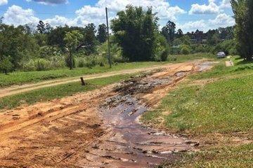 Vecinos de la zona del Donovan reclaman por líquidos lanzados a la vía pública