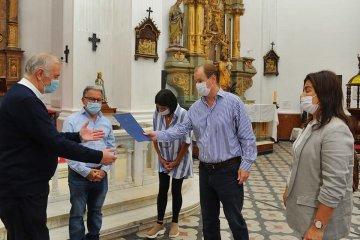 Bordet visitó la catedral de Concordia y entregó un aporte para obras en el templo