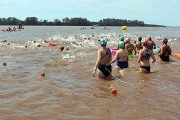 Competencia de aguas abiertas para unir las orillas de Concordia y Estancia Grande