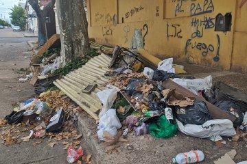 Fueron retirados varios contenedores y los frentistas se quejan por la acumulación de basura