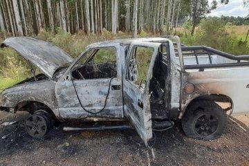 Bomberos intervinieron en un incendio que tomó gran parte de una camioneta