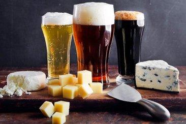 226 enseña el arte de saber combinar quesos y cervezas