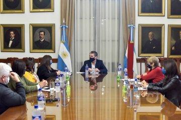El gobierno provincial dialogó con UPCN y ATE previo a paritarias