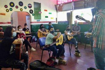Jóvenes voluntarios impulsan la inclusión social y la cultura en popular barrio concordiense