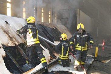VIDEO: Un imponente incendio a la vera de la ruta 14 dejó lesionados y tuvo graves daños materiales