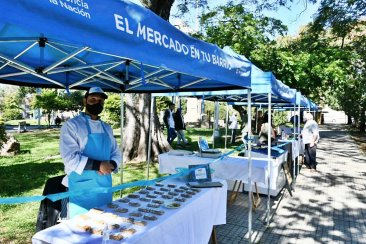 Con productos frescos y locales llega la feria de la economía social a la plaza 25 de Mayo